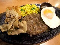 イタリアンファミリーレストランサイゼリヤ@藤沢善行の焼肉とハンバーグの盛り合わせ