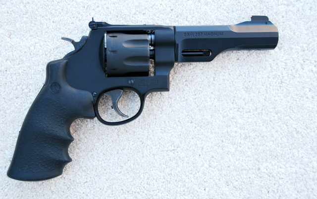 Smith & Wesson Model 327 TRR8