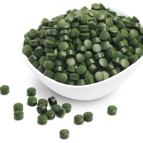 chlorella_tablets_bowl_with_loose