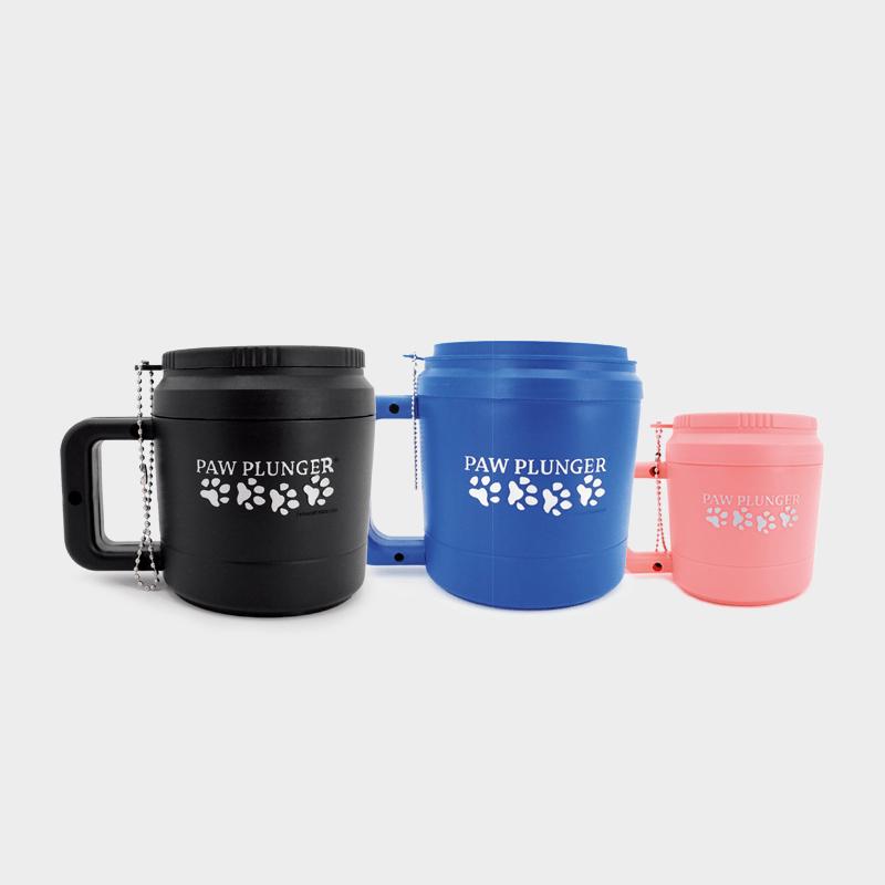 Drei verschiedene Paw Plunger von PerAnimal in den Farben schwarz, blau und pink