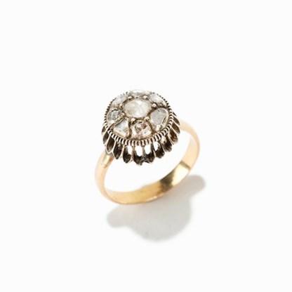 Goldring mit 9 Diamanten