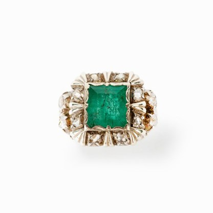 Smaragdring mit 12 Altschliff-Diamanten