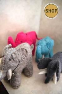 Handgemaakt vilt olifant. Speelgoed, dieren.