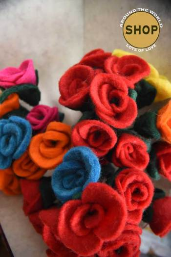 Handgemaakt vilt Rozen 5366. Speelgoed, bloemen.