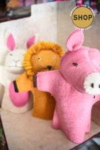 Handgemaakt vilt handpoppen assorti. Speelgoed, dieren.