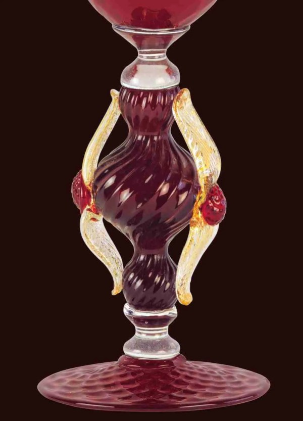 Glass in Murano glass blown by our glass masters. The shape of the glass is given freehand, without the use of molds.