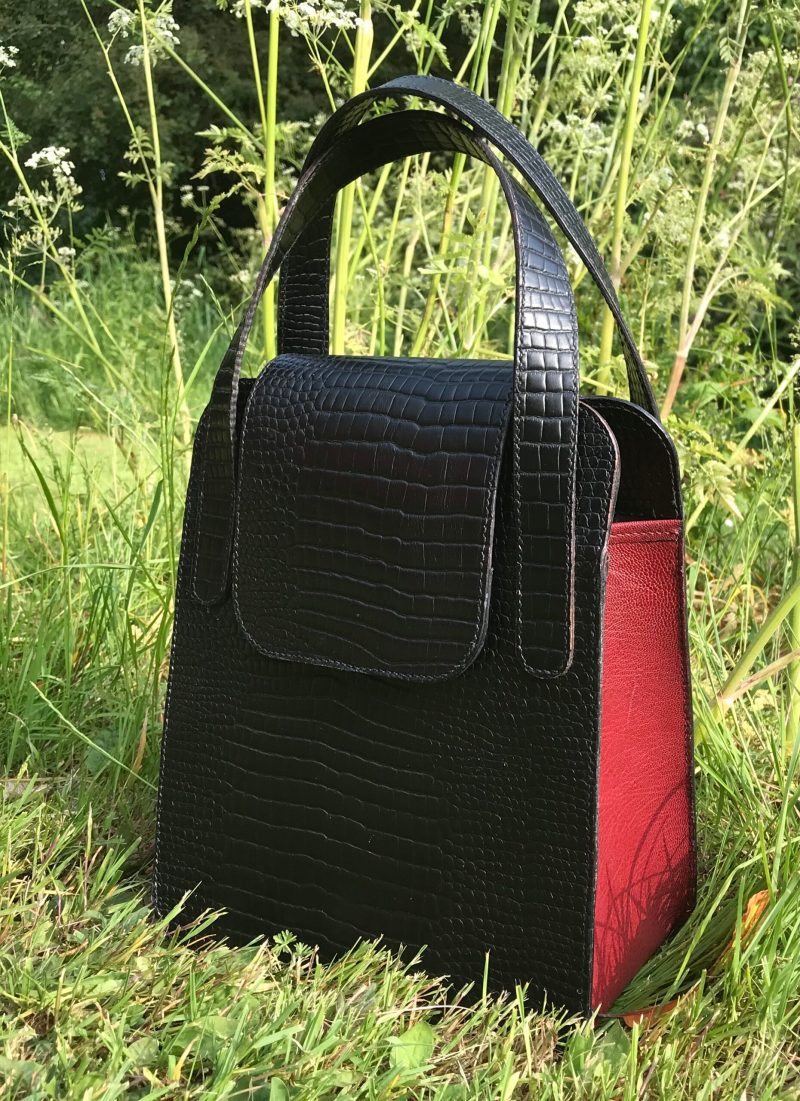 Classic black and burgundy handbag in leather