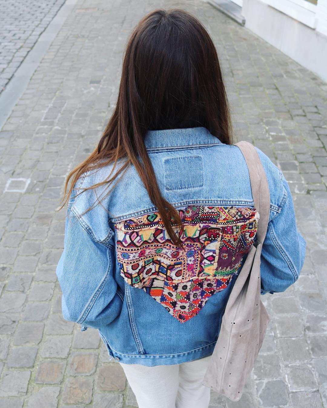 BOHEMIAN JEANS JACKET 🤘🏽🤘🏽🤘🏽🌺🌺🌺 #redone #vintage #levis #ss16 #easychic #easylook #easystyle #relaxlook #totallook #igfashion #instafashion #ootd #outfitinspo #potd #stylechic #fashionblogger #hippie #hippiechic #lotd #whatiwore #caroherentals #multibrand #fashionstore #boho #bohemian #bohochic #maisonirem #selectedfemme