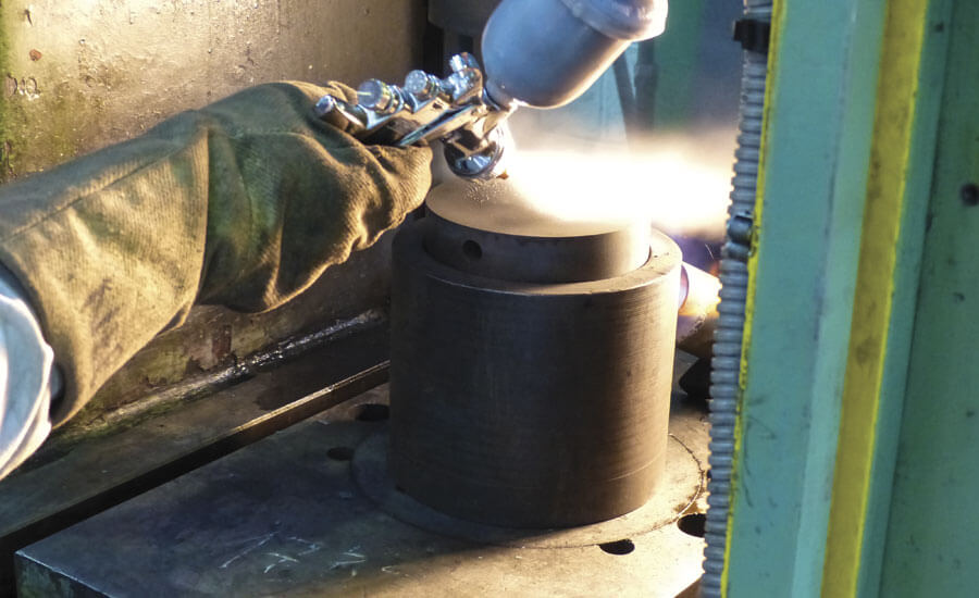 Рис. 3. Управляемая смазка для штамповки применяется к испытанию на сжатие кольца.