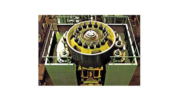 Рисунок 5. Привод двигателей вокруг горизонтального маховика может быть электрическим или гидравлическим.