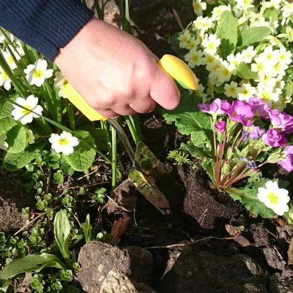 Easi-Grip garden trowel being used in flower bed
