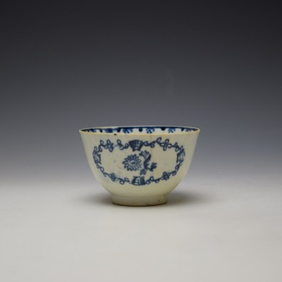 Liverpool John Pennington Scallop Shell and Flower Pattern Teabowl and Saucer c1780-85 (4)