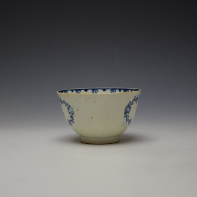Liverpool John Pennington Scallop Shell and Flower Pattern Teabowl and Saucer c1780-85 (5)