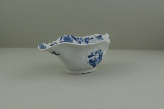 Worcester Porcelain Dr Wall Period The Boatman Pattern Low footed Sauceboat, C1755. 2