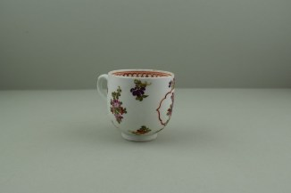 Lowestoft Porcelain Curtis Dark purple Flowers within a Border Pattern Coffee cup, C1775-85. 3