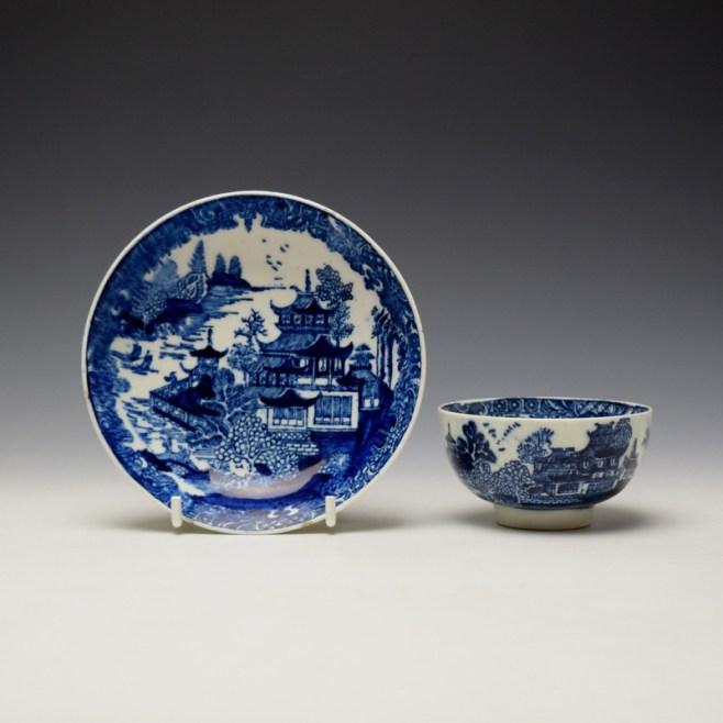 Lowestoft Dark Landscape Pattern Teabowl and Saucer c1790-1800 (1)