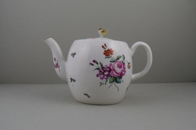 Derby Porcelain Rose pattern Barrel Shape Teapot and Cover (1)