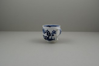 Lowestoft Porcelain Fence Hollow Rock and Peony Pattern Trio, C1785-1800. g