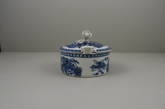 Worcester Porcelain Fence Pattern Butter Tub , Cover and Stand, C1765-80 (4)
