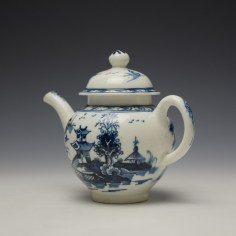 Lowestoft Pagoda and Zig Zag Fence Pattern Miniature Teapot and Cover c1775-85 (7)