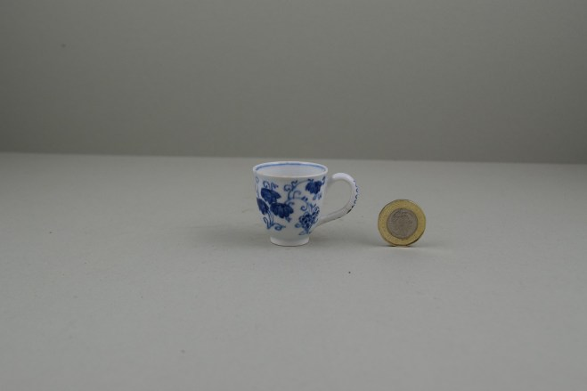 Bow Porcelain Grapevine Pattern Toy Coffee Cup, C1765-70 (1)