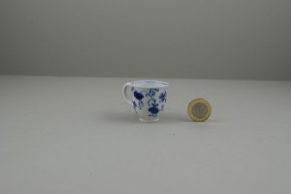 Bow Porcelain Grapevine Pattern Toy Coffee Cup, C1765-70 (3)