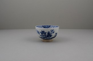 Lowestoft Porcelain Hut Fence Pagoda Willow Pattern Teabowl and Saucer, C1780-90 (2)