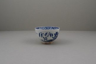 Lowestoft Porcelain Hut Fence Pagoda Willow Pattern Teabowl and Saucer, C1780-90 (3)