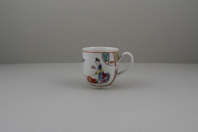 Worcester Porcelain Mother and Naughty Children Pattern Mandarin Coffee Cup, C1770 (1)