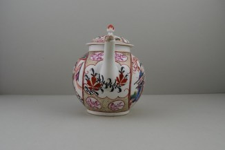 Caughley Mandarin Pattern Teapot and Cover, C1780 (3)