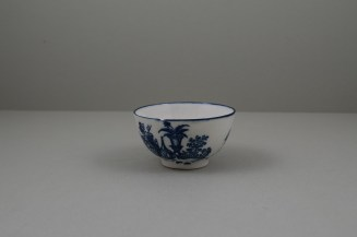 Caughley Porcelain Mother and Child and Bell Toy Patterns Teabowl and Saucer, C1776-90 (4)