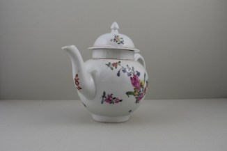 Liverpool Philip Christian's Porcelain Flower Pattern Teapot and Cover, C1760-65 (2)