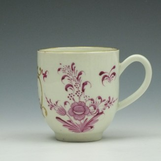Worcester First Period Puce Floral Pattern Trio c1765-75 (2)