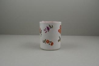 Lowestoft Porcelain Tulip Painter Mug, C1768-70. 3
