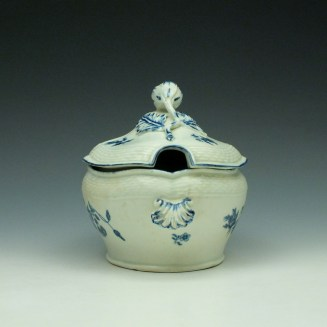 Worcester Wildflower Sprays Tureen and Cover c1775-80 (3)