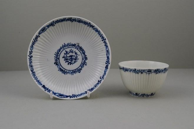 Lowestoft Porcelain Ribbed Flower band Border Pattern Teabowl and Saucer, C1770 (1)