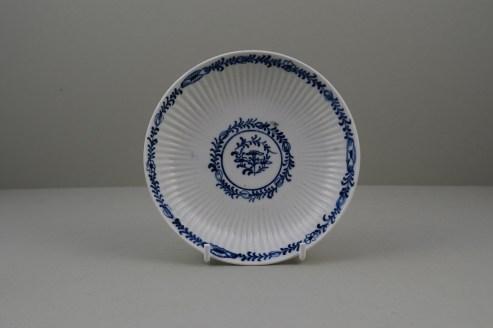Lowestoft Porcelain Ribbed Flower band Border Pattern Teabowl and Saucer, C1770 (10)