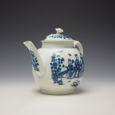 Worcester Three Ladies Pattern Teapot and Cover c1770-80 (2)