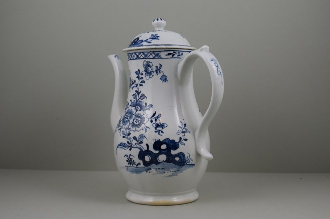 Lowestoft Porcelain Three Peony and Rock Pattern Coffee Pot and Cover, C1770-85 (8)