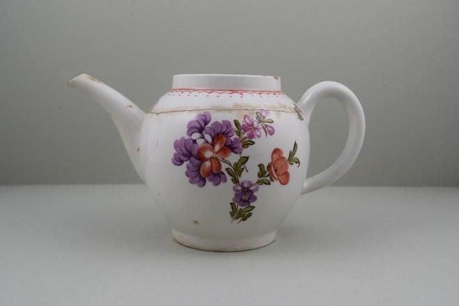 Lowestoft Porcelain Tulip Painter Teapot C1775-85. 1
