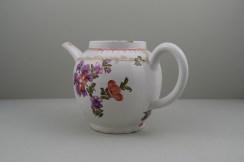Lowestoft Porcelain Tulip Painter Teapot C1775-85. 8