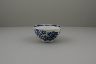 Lowestoft Two Peacock and Peony Pattern Teabowl and Saucer, C1775-80 (2)
