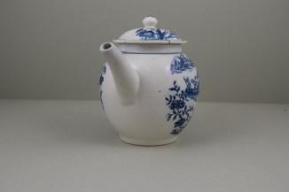 Lowestoft Porcelain Dromedaries on a Raft Pattern Teapot and cover C1780 (3)