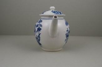 Lowestoft Porcelain Dromedaries on a Raft Pattern Teapot and cover C1780 (4)