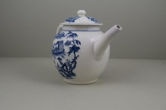 Lowestoft Porcelain Dromedaries on a Raft Pattern Teapot and cover C1780 (5)