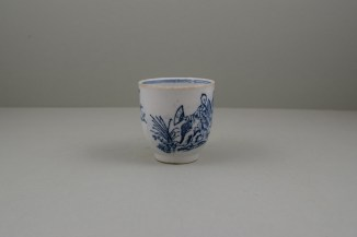 Lowestoft Porcelain Chinese Tea Party Pattern Coffee Cup, C1770 (2)