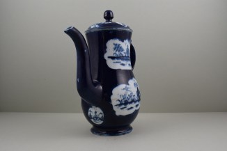 Lowestoft Porcelain Fan Paneled Landscape Pattern Coffee Pot and Cover, C1760. 2