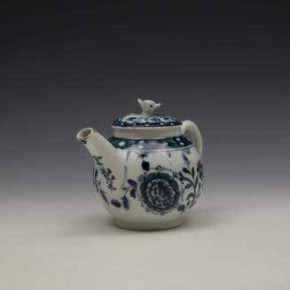 Lowestoft Porcelain Sunflower Pattern Toy Teapot and Cover c1762-63 (3)