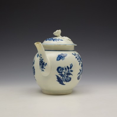 Worcester Three Flowers Pattern Teapot and Cover c1770-80 (2)
