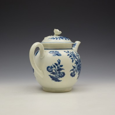 Worcester Three Flowers Pattern Teapot and Cover c1770-80 (6)